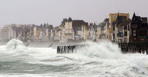 En Bretagne, l'immobilier résiste sur le littoral, mais les prix chutent dans les terres